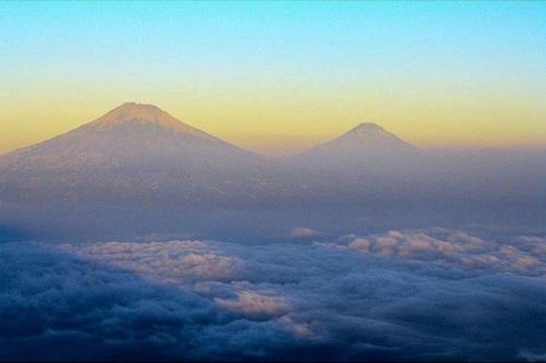 gunung-andong-magelang-jawa-tengah-pemandangan-dari-puncak-gunung-andong-ae