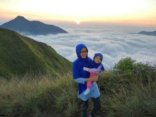 ibu-dan-anak-di-gunung-andong