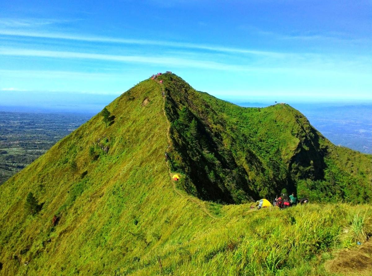 Fakta dan Mitos Gunung Andong (1.726 Mdpl)