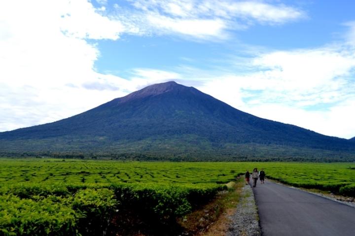 gunung ciremai gunung tertinggi di jawa barat