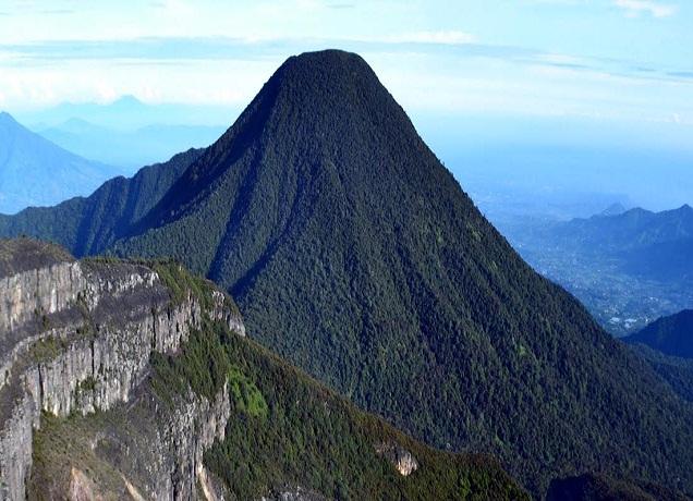 gunung Pangrango Gunung tertinggi di jawa barat