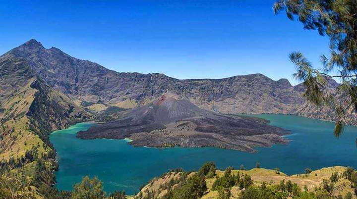 7 gunung tertinggi di Indonesia gunung rinjani