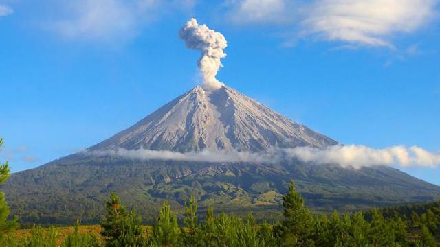 7 gunung tertinggi di Indonesia gunung semeru